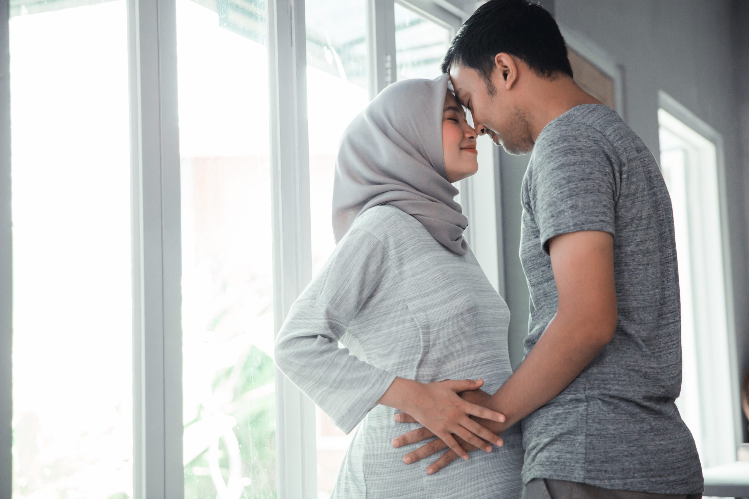 muslim-pregnant-woman-with-her-husband-scaled.jpg